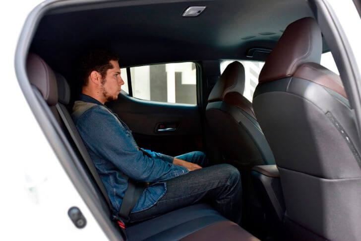 トヨタC-HR後部座席