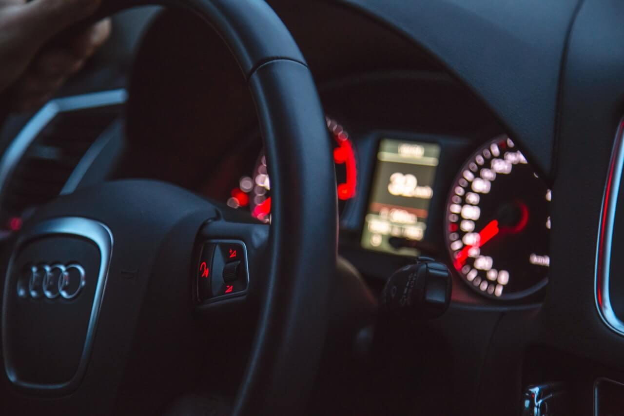 状態が良い中古車の購入を見極めるポイント⑥:エンジン始動後の状態