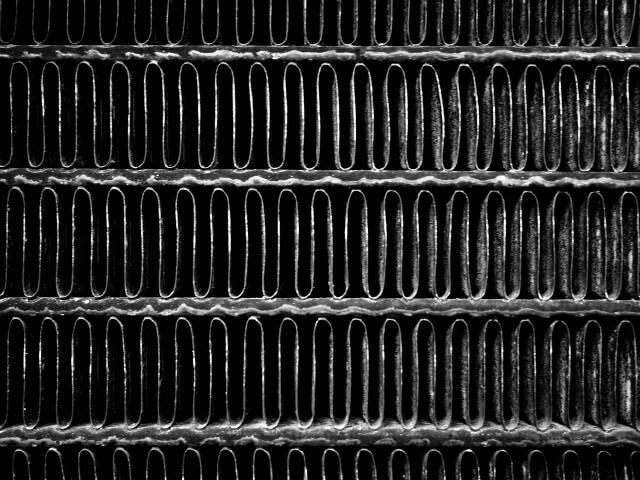 状態が良い中古車の購入を見極めるポイント④:ラジエーターの状態