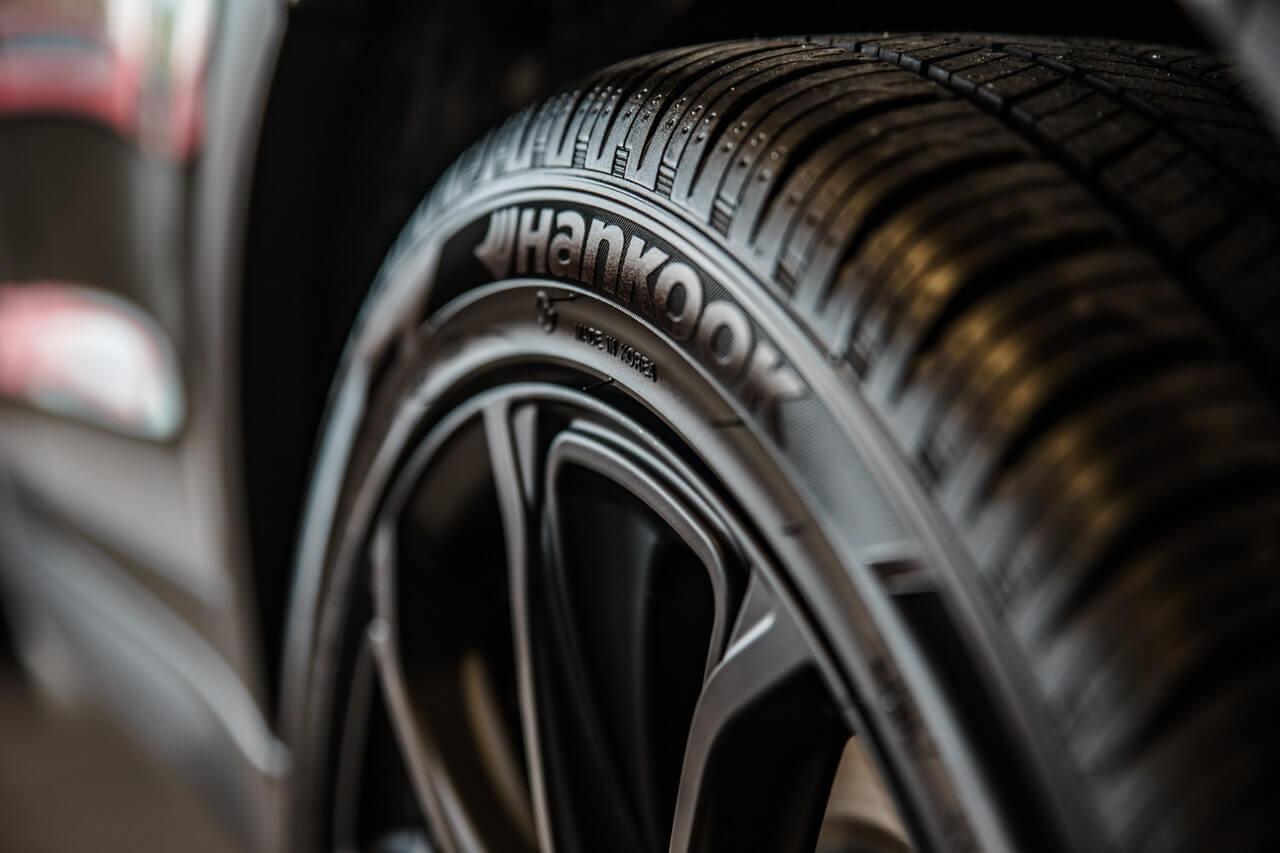 状態が良い中古車の購入を見極めるポイント②:タイヤの状態